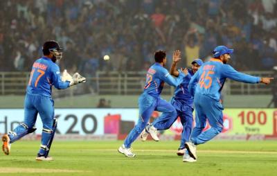 بھارت نے ویسٹ انڈیز کو 107 رنز سے ہرا دیا، سیریز 1-1 سے برابر