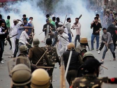 بھارت، شہریت قانون مخالف پرتشدد مظاہرے جاری،اتر پردیش میں ہزاروں افراد گرفتار ،درجنوں دوکانیں سیل