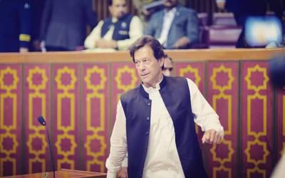 عمران خان خراب موسم کے باعث اسلام آباد کی بجائے پشاور پہنچ گئے، جاتے ہی ایسا اعلان کردیا کہ صوبائی وزرا کے ہوش اڑ گئے