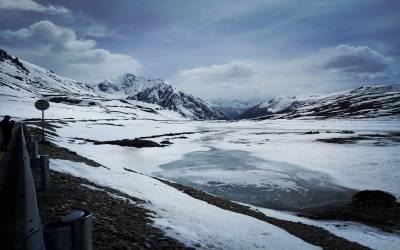 کڑاکے کی سردی، پاکستان میں درجہ حرارت منفی 18 تک پہنچ گیا، بدھ کو کیا صورتحال ہوگی؟ محکمہ موسمیات کی کڑاکے دار پیشگوئی