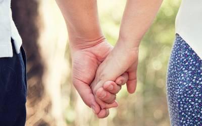 ایک دوسرے کے پیار میں ڈوبے لڑکا لڑکی نے شادی کی بجائے پارٹنر شپ کرلی، اس کا کیا مطلب ہے؟ آپ نے پہلے کبھی نہ سنا ہوگا