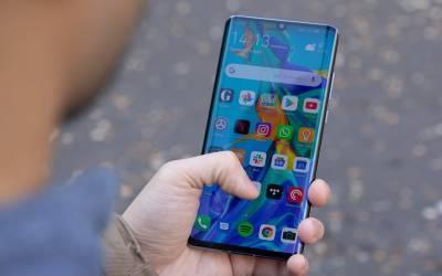 حکومت کا احسن ا قدام ، موبائل فونز پر عائد سیلز ٹیکس کم کردیا