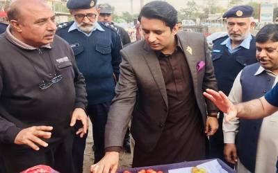 کار میں ڈکیتی کی واردات دیکھ کر ڈپٹی کمشنر اسلام آباد نے پولیس بلالی ، لیکن اصل کہانی کیا تھی؟ جان کر آپ کی ہنسی نہ رکے