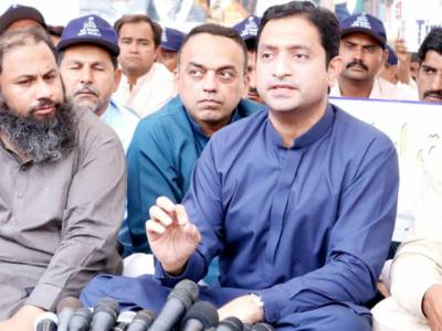 صوبے میں آٹے کی قیمتوں میں اضافے کی ذمہ دار حکومت سندھ ہے:خرم شیرزمان