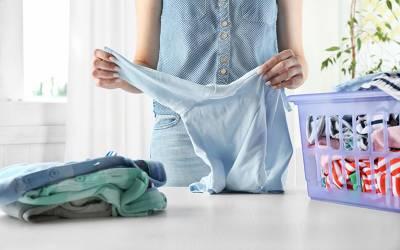 دھو دھو کر چھوٹے ہوجانے والے کپڑوں کے سائز میں اضافے کا آسان طریقہ جانئے اور ہزاروں روپے بچائیں