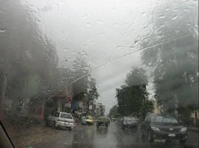 لاہور، اسلام آباد سمیت ملک کے مختلف علاقوں میں بارش، سردی کی شدت میں اضافہ
