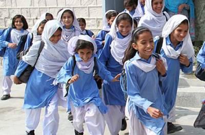 پنجاب اور خیبرپختونخوا میں تعلیمی ادارے کھل گئے،بارش کے سکولوں میں طلبا کی حاضری کم رہی