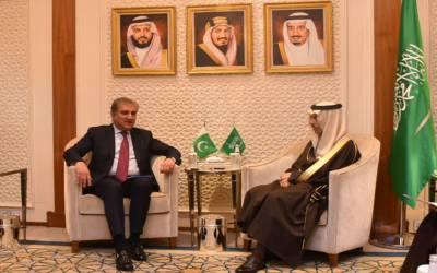 شاہ محمود قریشی کی سعودی ہم منصب سے ملاقات، مذاکرات کا راستہ اپنایا جائے: وزیر خارجہ
