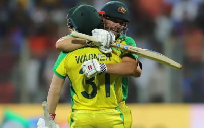آسٹریلین بلے بازوں کا بھارتی باﺅلرز پر 'لاٹھی چارج'، پہلے ون ڈے میں 10 وکٹوں سے شکست دیدی