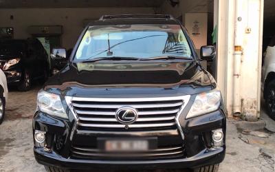 ٹویوٹا کی سب سے مہنگی جیپ 'Lexus' پاکستان میں کتنے کی ملتی ہے اور اس میں کیا خصوصیات ہیں؟ جانئے