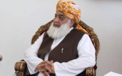 کیا چوہدری برادران نے مولانا فضل الرحمان کے دھرنے کو سپانسر کیا ؟ نجی ٹی وی نے بڑا دعویٰ کر دیا