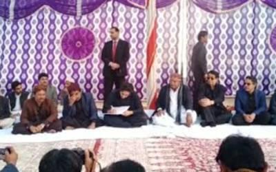 بلاول بھٹو زرداری کی رکن صوبائی اسمبلی سید علی مردان شاہ کے انتقال پر لواحقین سے اظہار تعزیت کے لیے عمر کوٹ کے گائوں کھاروڑو سید آمد