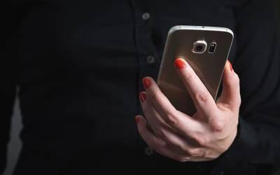 خاتون کا موبائل فون شارجہ میں گم ہوا اور بھارت میں اُسے واپس مل گیا