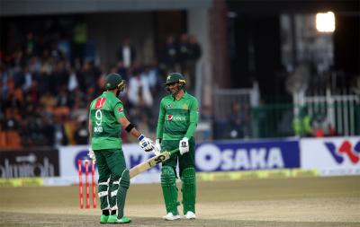 پہلے ٹی 20 میچ میں بنگلہ دیش کو 5 وکٹوں سے شکست، پاکستان نے سیریز میں 0-1 کی برتری حاصل کر لی
