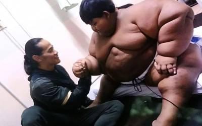 دنیا کا موٹا ترین بچہ کہلوانے والا یہ لڑکا اب کیسا دکھتا ہے؟ اتنا وزن کم کرلیا کہ دنیا حیران رہ گئی
