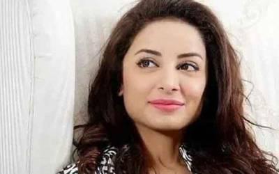 اٹلی میں بوسے کی تصویر سامنے آنے کے بعد اداکارہ ثروت گیلانی نے پاکستانیوں کے نام پیغام جاری کر دیا