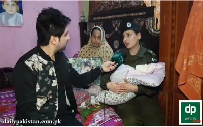 مہینہ پہلے شہید ہونے والے پولیس کانسٹیبل کے گھر بیٹا پیدا ہوا تو ایس پی شہید کے گھر کھلونے اور پھول لے کر پہنچ گئیں، انسانیت کی اعلیٰ مثال