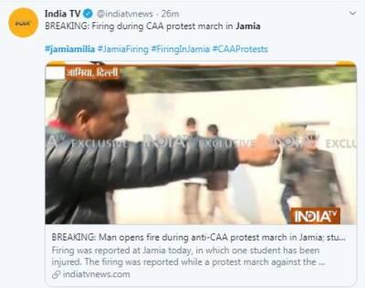 'یہ لو آزادی'مسلح شخص نے بھارتی اقلیتی بل کیخلاف احتجاج کرنے والوں پر فائرنگ کردی