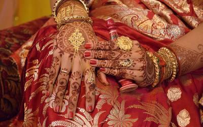 دنیا کی انوکھی ترین دلہن جس نے اپنی شادی پر ٹکٹ لگادی