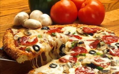 پیزا کے شوقین نوجوان نے 100 کلو وزن کم کر ڈالا، سب کے لیے مثال بن گیا