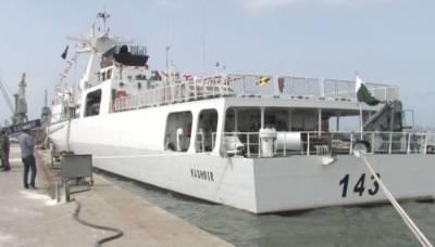 یوم یکجہتی کشمیر، بحری جہاز پی ایم ایس ایس کشمیر پر آزاد کشمیر کا بہت بڑا جھنڈا لہرادیا گیا