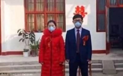 وہ ڈاکٹر جس نے10منٹ میں شادی نمٹائی اورپھر کرونا کے مریضوں کاعلاج کرنے چلا گیا