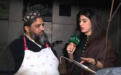 دال چاول کی ریڑھی لگانے والا پاکستانی جو غریبوں کو مفت کھانا کھلاتا ہے، جیب چھوٹی مگر دل سب سے بڑا