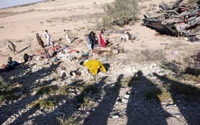 باراتیوں کی گاڑی الٹ گئی، 16 افراد جاں بحق، دولہا کے 2 بھائی بھی چل بسے