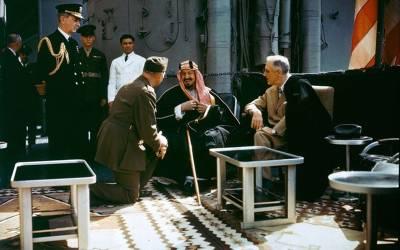 وہ وقت جب سعودی بادشاہ عبدالعزیز کی امریکی صدر فرینکلن ڈی روز ویلٹ کے ساتھ پہلی ملاقات ہوئی لیکن یہ میٹنگ کہاں اور کن حالات میں ہوئی تھی؟ کئی دہائیوں بعد تفصیلات سامنے آ گئیں