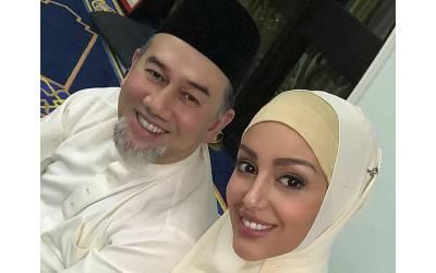"""""""شادی کے 2دن بعد میں نے ان کا فون اٹھایا تو دنگ رہ گئی کہ۔۔۔"""" ملائیشیاءکے سابق بادشاہ سلطان محمد پنجم کی سابق روسی اہلیہ کے انکشاف نے نیا تنازعہ کھڑا کر دیا"""