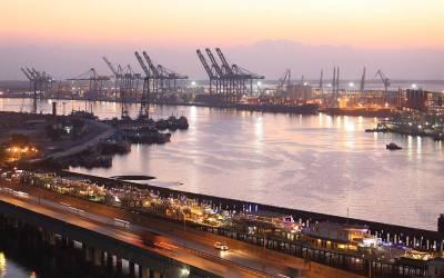 کیماڑی میں آلودگی: سویابین لانے والا امریکی جہاز کراچی پورٹ سے ہٹادیا گیا