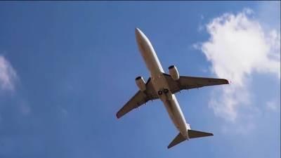 مسافروں کی ہوائی جہاز کا دروازہ کھولنے کی کوشش لیکن پھر پائلٹ طیارے کوکہاں لے کرچلا گیا؟