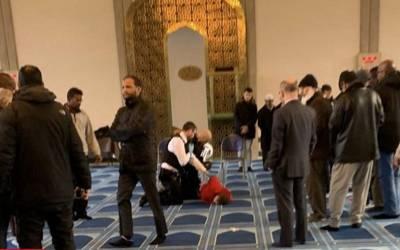 برطانیہ میں امام مسجد پر چاقو سے حملہ، آگے سے امام مسجد نے حملہ آور کے ساتھ ایسا کام کردیا کہ رحم دلی کے تمام ریکارڈ توڑ دئیے