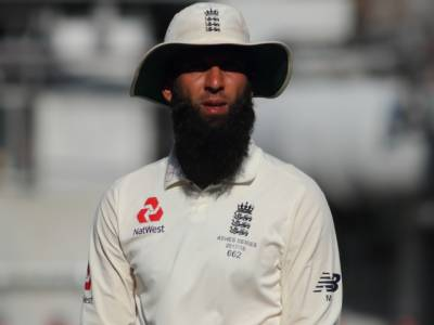 """"""" غیر ملکی کھلاڑی بھی کھیلنے پاکستان آ رہے، امید ہے کہ اب یہ ٹیم بھی پاکستان آکر کھیلے گی اور ۔ ۔ ۔""""پاکستان آئے انگلینڈ کے آل راﺅنڈ معین علی نے پاکستانیوں کے دل جیت لیے"""