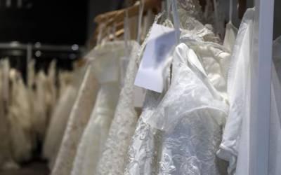 کورونا وائرس کی وجہ سے مغربی دلہنیں بڑی مشکل میں پھنس گئیں، عروسی جوڑے ناپید ہونے لگے