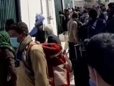 پاک ایران سرحد کے درمیان پھنسے 300 پاکستانی زائرین کو ملک میں داخلے کی اجازت مل گئی