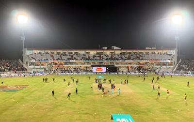 لاہور قلندرز اور پشاور زلمی کے سنسنی خیز میچ کا ناقابل یقین فیصلہ آ گیا