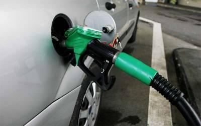 حکومت عوام سے ایک لیٹر پٹرول پر کتنے روپے ٹیکس لے رہی ہے ؟ جان کر آپ کے پیروں تلے زمین نکل جائے گی