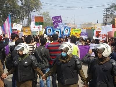 عورت مارچ کو بھرپور سیکیورٹی کور فراہم کرنے پر سی سی پی او لاہور خوشی سے نہال،پولیس اہلکاروں کو بڑا انعام دے دیا