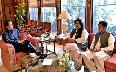 طیارے سے اتارے جانے والے محسن داوڑ اور علی وزیر کو افغانستان جانے کی اجازت کس نے دلوادی؟