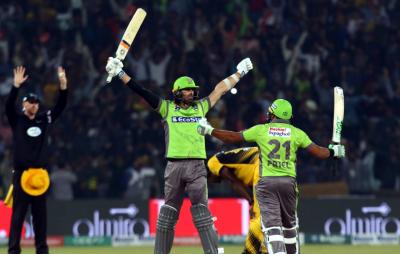 لاہور قلندرز نے مسلسل تیسرا میچ جیت لیا، پشاور زلمی کو کتنی وکٹوں سے شکست دی؟ ناقابل یقین خبر آ گئی