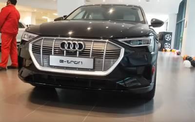 Audiنے پاکستان میں پہلی مکمل الیکٹرک گاڑی متعارف کروادی، قیمت اور حیران کن فیچرزجانئے
