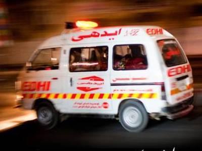 شاہ نورانی سے کراچی واپس جانے والےزائرین کی بس الٹ گئی،خاتون اور بچے سمیت 5 افراد جاں بحق،20زخمی