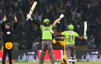 """""""لاہور قلندرز کیلئے کھیلنے کا تجربہ بہت شاندار رہا لیکن۔۔۔"""" ڈیوڈ ویزے جاتے جاتے ایسی بات کہہ گئے کہ ہر پاکستانی افسردہ ہو جائے"""