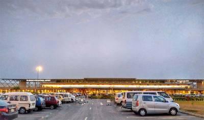 امریکی سفارتکار میں اسلام آباد ایئر پورٹ پر سکریننگ کے دوران کورونا کا شبہ ، اسے کہاں منتقل کر دیا گیا ؟ جانئے