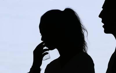 کورونا وائرس کی وجہ سے گھر پر بیٹھی لڑکی نے اپنے سابقہ بوائے فرینڈز سے پوچھنے کا فیصلہ کیا کہ اُن کا تعلق کس وجہ سے ختم ہوگیا، جواب کیا ملا؟ آپ بھی جانئے