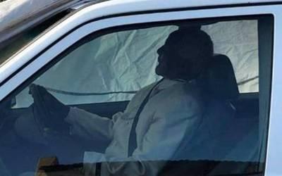 اس آدمی کو گھر والوں نے ڈرائیونگ سیٹ پر بٹھا کر گاڑی سمیت دفن کردیا، اس اقدام کی وجہ بھی انتہائی حیران کن