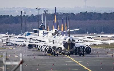 'رن وے پر جہاز روک کر امریکی خریداروں نے 3 گنا قیمت ادا کی اور فرانس جانے والے ماسکس خود خرید کر لے گئے'