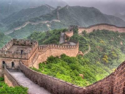 دیوار چین کے ساتھ چھیڑ چھاڑ کرنے والا سیاح گرفتار،تاریخی علامت کو خراب کرنے پر بڑی سزا سنا دی گی