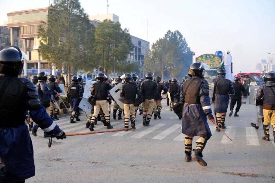 """قادریہ لانگ مارچ """"مداخلت"""" کی چہ میگوئیاں زور پکڑنے لگیں"""
